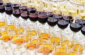 Unser Event und Messe Catering sorg für stets gefüllte Weingläser.