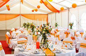 Private Feiern im Zelt und die passende Dekoration.