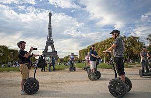 Paris wird von der Incentives Betriebsausflug Gruppe per Segway erkundet