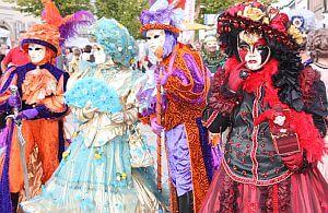 Incentive Reisende nach Stuttgart sollten sich das venezianische Spektakel in Ludwigsburg nicht entgehen lassen. Bunte Farben und die schönsten Kostüme, venezianischer Karneval.