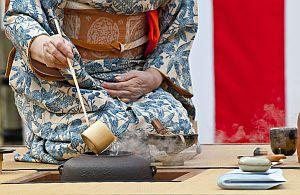 Cultural Trainings werden im Zuge der Globalisierung immer wichtiger. Lernen Sie auf unseren Incentive-Reisen wie Sie sich z.B. bei einer japanischen Tee-Zeremonie verhalten sollten.