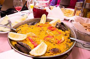 Paella in Barcelona. Wir planen Städtereise für Ihre Incentive Gruppen.
