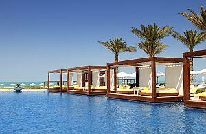 Auch auf VIP-Reisen muss mal entspannt werden. Wir buchen die schönsten Hotels für Ihre Incentive Reise.