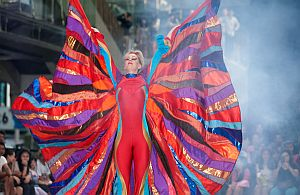 Farbenfrohes Spektakel bleibt in Erinnerung. Unsere Künstler begeistern Ihre Gäste.