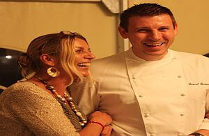 Spitzen Koch aus Frankreich verköstigt die Gäste einer Veranstsaltung.