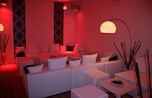 Lounge Sofas und Beistelltische. Mietmöbel immer nach Ihren Bedürfnissen und Geschmack.