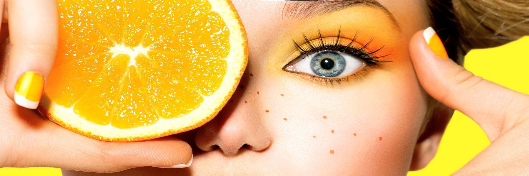 Frau mit Orange vor dem Auge. Startseite Agentur all about event. Frische Ideen.