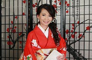 Anatoi im Kimono