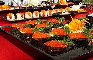 Sushi mit Kavia und Reis
