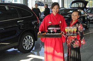 Asiatischer Service auf Ausstellung